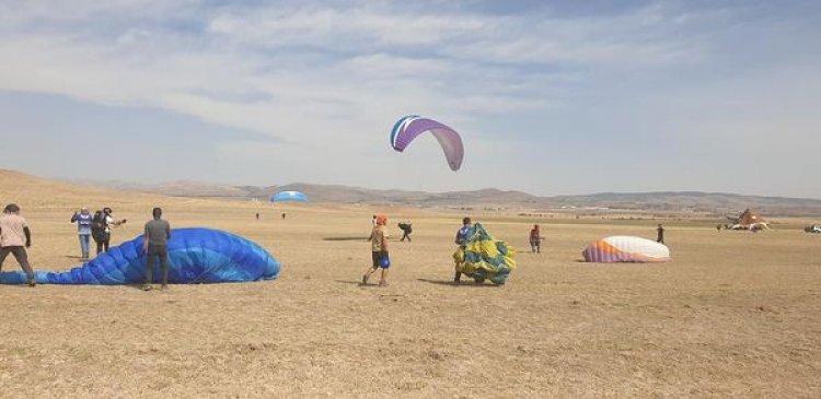 Ayaş Yamaç Paraşütü Tandem (çift kişilik) uçuşu.